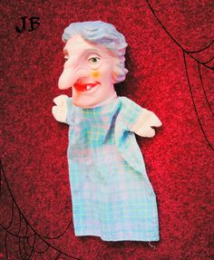 Poppenkastpop, vrouw met grote neus, heks. Witch hand puppet. Kasperle Puppe, Kukiełki pacynek, titella, marionetas, lutke, titelles, marionete (nieuw)