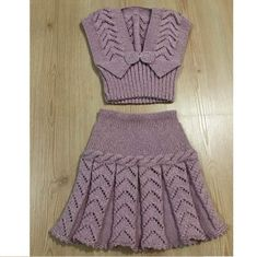 Baby Knitting Dress Models - Baby Wolrd - Her Crochet Girls Knitted Dress, Knit Baby Dress, Knitted Baby Clothes, Lace Knitting, Baby Knitting Patterns, Knitting Designs, Smocked Baby Dresses, Peasant Dresses, Sweaters For Women