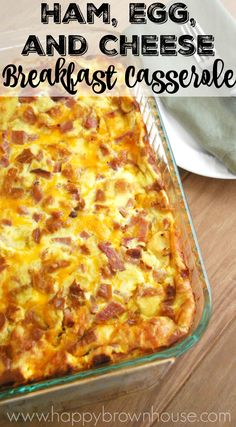 Recipes Breakfast Casserole Have leftover holiday ham? This Ham, Egg, and Cheese Breakfast Casserole recipe is perfect for Christmas brunch. Make it the night before, and pop it in the oven while you open Christmas presents with the family Ham And Eggs, Breakfast Desayunos, Breakfast Dishes, Breakfast Casserole With Ham, Brunch Casserole, Egg Dishes For Brunch, Breakfast Ideas With Eggs, Overnight Breakfast Casserole, Breakfast For A Crowd