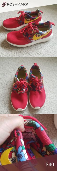 Nike Roshe Size 5 women Worn few times, in great condition  Sold are dirty Otherwise no flaws Nike Shoes Athletic Shoes
