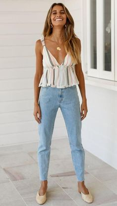 Boho Fashion woman wearing blue faded jeans shoes and a top Cool Summer Outfits, Spring Outfits, Trendy Outfits, Cool Outfits, Fashion Outfits, Womens Fashion, Casual Summer, Winter Outfits, Swag Fashion