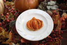 Turn a plain old grilled cheese sandwich into a pumpkin!