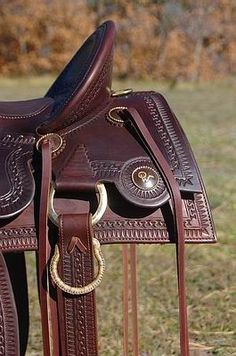 Custom Old Time Style Saddles built and designed by Bob Beecher Saddler for excellent fit for horses and proper positioning and fit for the rider.