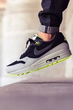 NIKE Air Max 1 Leather Silver Volt