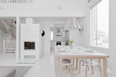 Skandinaavisen moderni koti kylpee valossa | Sisustusblogi