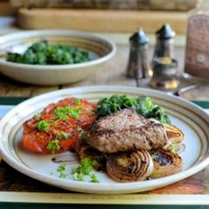 Rib-Eye Steak with Onions & Tomato. Paleo Diet Recipe for Pepper Steak with Pan-fried Onions Tomatoes and Spinach: UNDER 300 calories Fast Food Diet, 5 2 Diet, Beef Recipes, Cooking Recipes, Healthy Recipes, Healthy Foods, Yummy Recipes, Pizza Sin Gluten, Pepper Steak