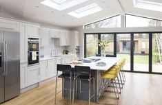 A contemporary kitchen extension filled with light After waiting more than a decade, one family took the plunge and remodelled the downstairs layout of their home to create a substantial kitchen extension. Open Plan Kitchen Diner, Open Plan Kitchen Living Room, Home Decor Kitchen, Kitchen Layout Plans, Decorating Kitchen, Kitchen Themes, Kitchen Designs, Kitchen Furniture, Kitchen Extension Open Plan