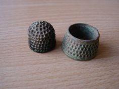 object: medieval thimbles  age: 14e/15th century  material: copper  found: Sluis, 2002
