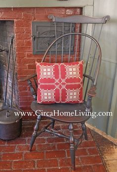 FARMHOUSE – INTERIOR – early american decor inside this vintage farmhouse seems perfect with this windsor chair set in front of an oversized fireplace. Primitive Living Room, Primitive Homes, Primitive Kitchen, Primitive Furniture, Primitive Antiques, Primitive Decor, Colonial Furniture, Primitive Country, Country Furniture