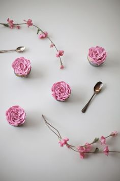 put this in your bag and pipe it. pink buttercream rose #cupcakes by coco cake land