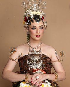 Javanese Wedding, Indonesian Wedding, Wedding Looks, Wedding Make Up, Dream Wedding, Traditional Wedding Dresses, Traditional Outfits, Make Up Pengantin, Batik Fashion