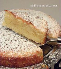Oggi una ricettina dolce, la torta morbida con yogurt greco e miele.