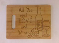 DTAB002 - Tabla de Madera para Cocina Alusiva al Vino (Personalizada)