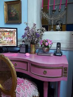 I can't decide which is more divine: The shape of the desk, or the color? Why choose, though? Beauty!