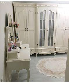 Pastel tonlar, zarif ve pozitif bir atmosfer. Baby Room Design, Home Room Design, Home Decor Furniture, Home Decor Bedroom, Estilo Colonial, Teintes Pastel, Boho Home, Aesthetic Rooms, House Rooms
