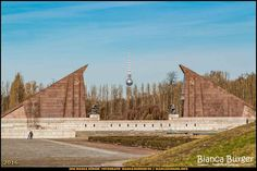 Sowjetisches Ehrenmal Treptow #Berlin #Deutschland #Germany #biancabuergerphotography #igersgermany #igersberlin #IG_Deutschland #IG_berlincity #ig_germany #shootcamp #pickmotion #berlinbreeze #diewocheaufinstagram #berlingram #visit_berlin #canon #canondeutschland #EOS5DMarkIII #5Diii #germany_fotos #berlinworld #Treptow #cemetery #Ehrenmal #sightseeing #bluesky #thattoweragain #Fernsehturm