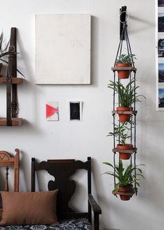 Love this idea, but the execution seems complicated. DIY hanging pots. Now if only I had 1) a saw, and 2) a boring bit. What is that?! Might be easier to buy a plant stand lol.