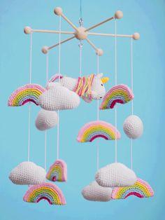 DIY-Anleitung: Süßes Einhorn-Mobile häkeln via DaWanda.com Crochet Baby Mobiles, Crochet Mobile, Beach Crochet, Diy Crochet, Baby Knitting Patterns, Crochet Patterns, Unicorn Mobile, Create Your Own Image, Crochet Backpack