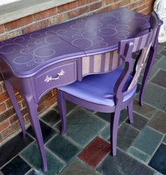 lilac metallic love it A beautiful vanity and chair set finished in Modern Masters Lilac & Rose Metallic Paints Purple Furniture, Funky Furniture, Furniture Makeover, Painted Furniture, Purple Home, Purple Desk, Modern Masters, All Things Purple, Purple Stuff