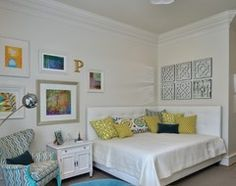 Double bed against wall in smaller room - Houzz