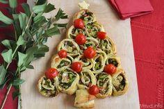 Albero di girelle di sfoglia con broccoli, mozzarella, pancetta