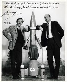 Doug Luke with Gerry Anderson. Doug Luke is the photographer for all the Supermarionation images in comic, and stills photographer for Thunderbirds - possibly taken by Sylvia? Thunderbirds Are Go, Space Toys, Sci Fi Books, Lost In Space, Back To The Future, Classic Tv, Science Fiction, Tv Series, 21 Tv
