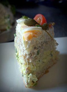 sandwich cake with tuna and eggs Sandwich Cake, Sandwiches, Tuna And Egg, Beef Wellington, Fika, Avocado Toast, Baked Potato, Buffet, Food And Drink