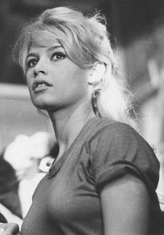 Miss Brigitte Bardot : Photos Bridget Bardot, Brigitte Bardot Young, Brigitte Bardot Movies, Hollywood Vintage, Old Hollywood Stars, Hollywood Glamour, Hollywood Fashion, Hollywood Actresses, Jean Gabin