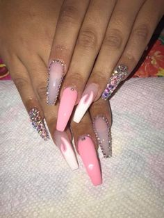 How to succeed in your manicure? - My Nails Aycrlic Nails, Glam Nails, Pink Sparkle Nails, Coffin Nails, Nail Swag, Jolie Nail Art, Nagel Bling, Pink Acrylic Nails, Pink Stiletto Nails