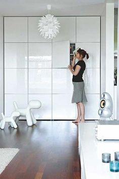 Hoy nos vamos de compras a Ikea!! La casa está recien pintada y acuchillada y ahora toca renovar el mobiliario jejeje. Os cuento lo que nos...