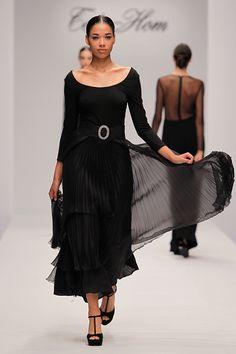 Tot-Hom_OI16_AC_40 #tothom #tot-hom #pretaporter #lineaa #modamujer #moda #fashion #desfile #fw16 #Barcelona #Madrid #tendencia #streetstyle #model #hautecouture #plumas #plisados #terciopelo #marron #azulmarino #gris #musthave Tot Hom, Blue Dresses, Cold Shoulder Dress, Classy, Chic, Madrid, Barcelona, Black, Fashion