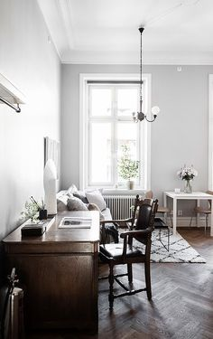 Small studio with a modern and classic style mixture - via Coco Lapine Design blog