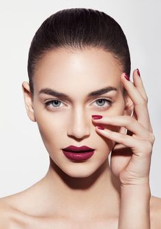 Beauty Skin Over 40 - Beauty Videos Tipps Und Tricks - Beauty Photoshoot Cosmetics - Beauty Face Male Beauty Portrait, Portrait Photo, Portrait Retouch, Body Makeup, Hair Makeup, Makeup Geek, Eye Makeup, Foto Face, Regard Intense