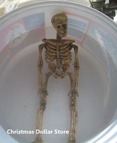 dollar store skeleton soaking in very hot water--you can bend his arms and legs into poses, then dip into ice water to keep the pose. Sounds a lot easier than working with a heat gun to pose them! Last Halloween, Fairy Halloween Costumes, Theme Halloween, Halloween Door, Halloween Skeletons, Halloween Projects, Holidays Halloween, Vintage Halloween, Happy Halloween