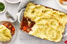 Beef Bourguignon Shepherds Pie- Replace beef strips and bacon with ground beef! Pie Recipes, Cooking Recipes, Recipies, Sauteed Carrots, Beef Strips, Potato Toppings, Fried Beef, Smoked Bacon, Cooking