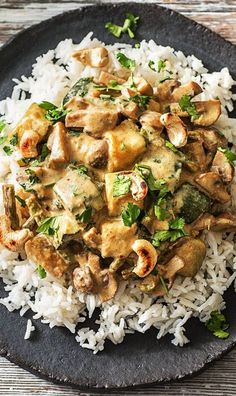 Cremig-mildes Thai-Curry mit Zucchini, Champignons und C. Cremig-mildes Thai-Curry mit Zucchini, Champignons und Cashewkernen Curry / Vegetarisch / Re Vegetarian Rice Dishes, Vegetarian Recipes, Healthy Recipes, Asian Recipes, Batatas Hasselback, Thai Curry Recipes, Cooking Box, Hello Fresh Recipes, Brisket