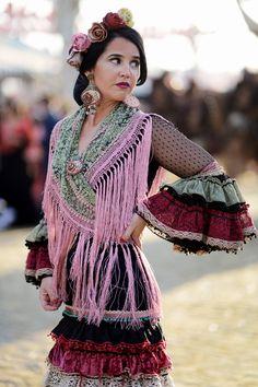 Feria de Abril 2015 · Moda Flamenca por Elena Rivera vía Mamá de Mayor quiero ser Flamenca.