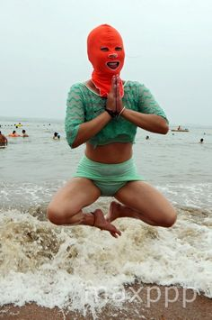 ©WANG HAIBIN/EPA/MAXPPP - epa04848724 A swimmer wearing a hood known as facekini plays on the beach in Qingdao, east China's Shandong province, China, 16 July 2015.  #photo #photos #pic #pics #picture #pictures #snapshot #art #beautiful #instagood #picoftheday #photooftheday #color #exposure #composition #focus #capture #moment #chine