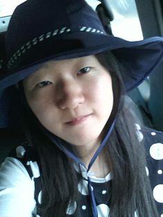 저 모자 샀어요 엄마아빠가 쌍수하래요 눈작고 못생긴게 매력아니겠어요? 그냥 생긴데로 살아요