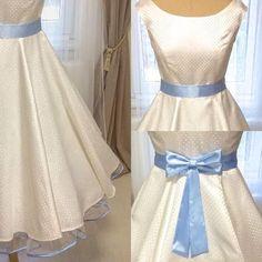Bármelyik MiaBella ruhához lehet rendelni a ruha színével, mintájával harmonizáló szatén szalagot (masnival vagy anélkül) és alsószoknyát a szalag színével megegyező szegéllyel. A lehetőségeknek csak a képzelet szabhat határt :)