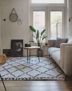 Wonderful Photographs carpet woonkamer Thoughts , A carpet always creates a warm atmosphere in the living room Carpet Diy, White Carpet, Rugs On Carpet, Shaw Carpet, Carpets, Bedroom Carpet, Living Room Carpet, Living Room Decor, Home And Living