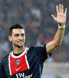 Javier #Pastore a signé un contrat avec le #PSG pour 5 ans. Son salaire est estimé à 4 M€ par an sans les primes. Le plus gros transfert de l'histoire de la #Ligue1 (42 M€). El Flaco (« le maigre », comme on le surnomme dans son pays) est aujourd'hui très critiqué lors de ces prestations avec le club parisien.