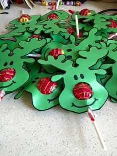 21 Christmas Party Ideas for Kids Chuppa Chups Reindeer Festive Fun If you are looking to throw a brilliant Xmas Party at home this year. Here are 21 Christmas Party Ideas for kids that will the guests feel festive & happy. Noel Christmas, Christmas Goodies, Christmas Ornaments, Christmas Recipes, Christmas Ideas For Kids, Homemade Christmas, Christmas Decorations Diy For Kids, Preschool Christmas Gifts For Classmates, Reindeer Christmas