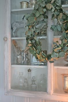 VIBEKE DESIGN: Love the eucalyptus wreath. It dries very well and stays beautiful for a very long time.
