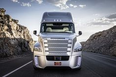 """The """"Inspiration"""" – The World's First Self-driving Truck By Freightliner (11 Photos + 1 Video 