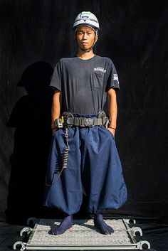 """""""Nikkapokka"""" Pants in Style on the Construction Site (Photos) ~ link for more info! Style Du Japon, Richard Avedon Photography, Chic Outfits, Fashion Outfits, Minimal Outfit, Athleisure Outfits, Fashion Design Sketches, Japan Fashion, Swagg"""