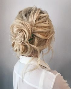 Messy bun for casual or dressy | Hair #weddinghairstyles