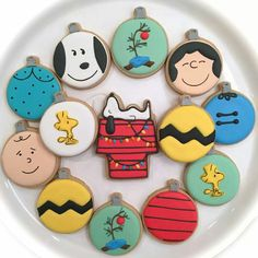 Val's Baking Station: Charlie Brown Christmas Ornaments decorated sugar cookies. Galletas Cookies, Iced Cookies, Cute Cookies, Royal Icing Cookies, Cookies Et Biscuits, Cupcake Cookies, Fancy Cookies, Christmas Sugar Cookies, Holiday Cookies