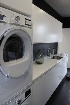 Ideas para de orar el laundry o lavandería Laundry Room Inspiration, Laundry Storage, Laundry Mud Room, Pantry Laundry, Paint Colors For Living Room, Laundry Room Diy, Interior Design Living Room, Bathroom Renovation, Utility Rooms