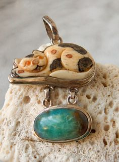 Vintage Royston turquoise and carved bone Cat Pendant Sterling Silver. This is an uncommon Vintage Sterling Silver CAT Pendant circa 1950 s